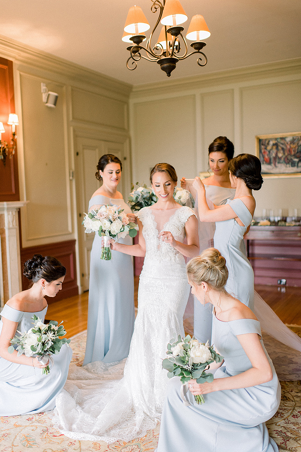 Bridal party getting ready in Misselwood House Aggassiz Room